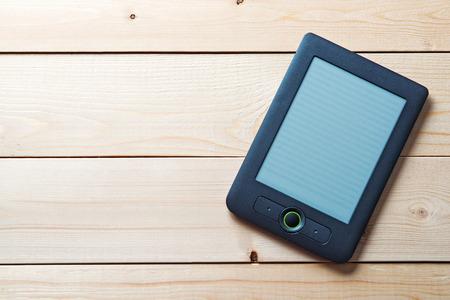 Foto de Ebook lying on the boards - Imagen libre de derechos