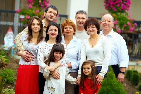 Foto de big happy family portrait, at home yard - Imagen libre de derechos