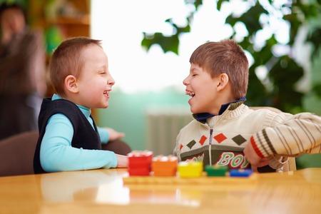 Foto de relation between kids with disabilities in preschool - Imagen libre de derechos