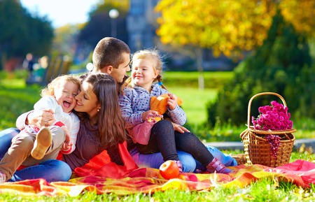 Photo pour happy family on autumn picnic in park - image libre de droit