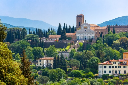 Foto de Basilica San Miniato al Monte on the south bank of the River Arno, at morning from Palazzo Vecchio in Florence, Tuscany, Italy - Imagen libre de derechos