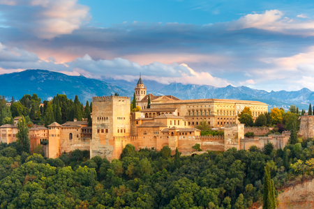 Foto de Palace and fortress complex Alhambra with Comares Tower, Palacios Nazaries and Palace of Charles V during sunset in Granada, Andalusia, Spain - Imagen libre de derechos