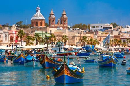 Foto de Traditional eyed colorful boats Luzzu in the Harbor of Mediterranean fishing village Marsaxlokk, Malta - Imagen libre de derechos