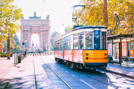 Photo pour Famous vintage tram in the centre of the Old Town of Milan in the sunny day, Lombardia, Italy. Arch of Peace, or Arco della Pace on the background. - image libre de droit