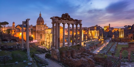 Foto per Panoramic view of ancient ruins of a Roman Forum or Foro Romano at sunsrise in Rome, Italy. View from Capitoline Hill - Immagine Royalty Free