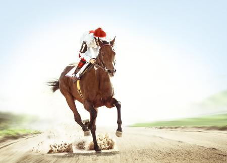Photo pour racehorse coming first - image libre de droit