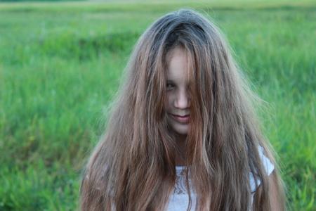 Foto de Girl with loose shaggy hair in nature - Imagen libre de derechos