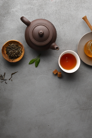 Photo pour Tea setting on gray background, copy-space - image libre de droit