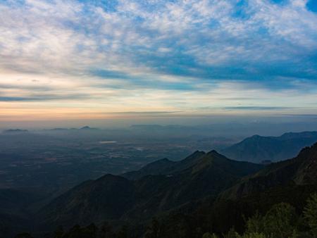 Foto de Sunrise at Kodaikanal in the South of India - Imagen libre de derechos