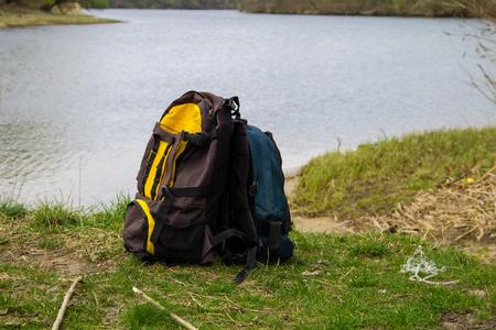 Foto de Two touristic backpacks on the riverbank. Hike concept - Imagen libre de derechos
