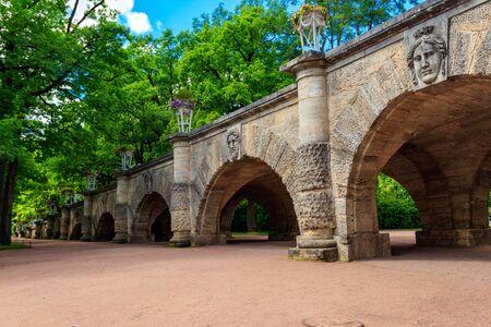 Photo pour Bridge in Catherine park in Pushkin (Tsarskoye Selo), Russia - image libre de droit