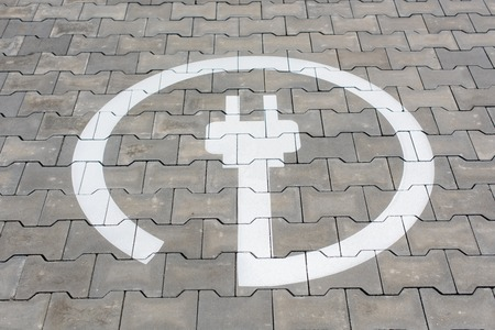 Photo pour Electric station symbol for electric cars in parking area - image libre de droit