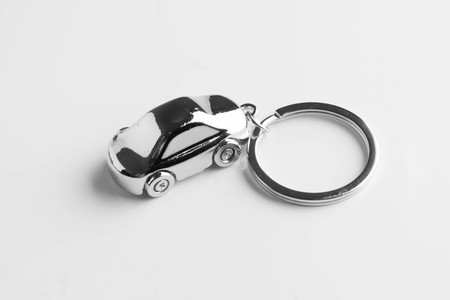 Photo pour key chain in the form of a car isolated on white background - image libre de droit