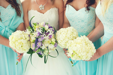 Photo pour Close up of bride and bridesmaids bouquets - image libre de droit
