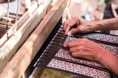 Foto de Close up Weavers are weaving with a loom and threading. - Imagen libre de derechos