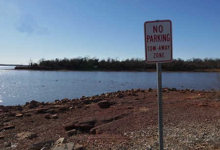 Photo pour Lakeside with a No Parking sign at a tow-away zone, taken on a cold day - image libre de droit