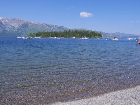 Photo pour Wyoming, USA- July 2018: Wide scenic view of Colter Bay Village with the clear waters of Jackson Lake.  - image libre de droit