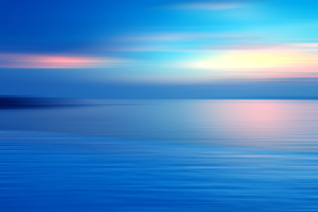 Photo pour Motion blurred background of refraction in water. Panoramic dramatic view of Infinity sunset on the sea at twilight times. - image libre de droit