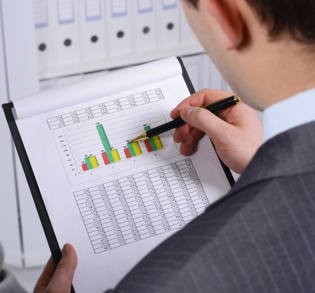 Foto de Stock market graphs monitoring - Imagen libre de derechos