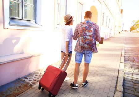 Foto de Two travelers on vacation walking around the city with luggage - Imagen libre de derechos