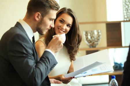 Photo pour Businessman And Businesswoman Meeting In Coffee Shop. - image libre de droit