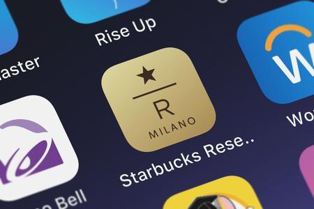 Foto de London, United Kingdom - September 29, 2018: Icon of the mobile app Starbucks Reserve Milano from Starbucks Coffee Company on an iPhone. - Imagen libre de derechos