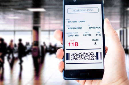 Photo pour Electronic boarding pass on the screen of smartphone - image libre de droit
