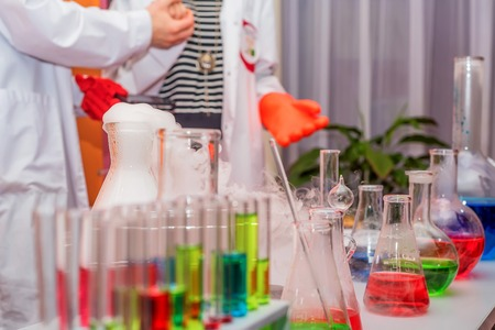 Foto de Laboratory test-tubes and retorts - Imagen libre de derechos