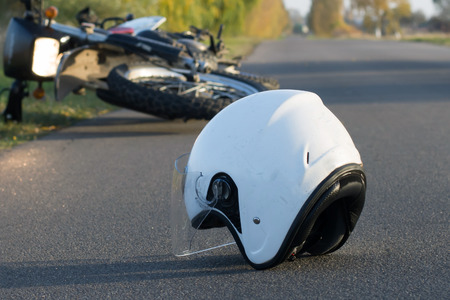 Foto de Photo of helmet and motorcycle on road, the concept of road accidents - Imagen libre de derechos