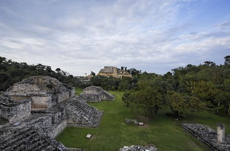 Photo pour view of ek balam in the yucatan is a recently discovered Maya city lost in the jungle archaeological sites - image libre de droit