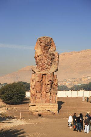 Photo pour view of the Colossi of Memnon representing Amenhotep III in luxor upper egypt - image libre de droit