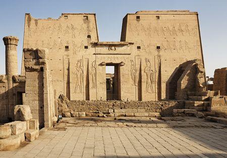 Photo pour view of Horus temple in Edfou in upper egypt - image libre de droit