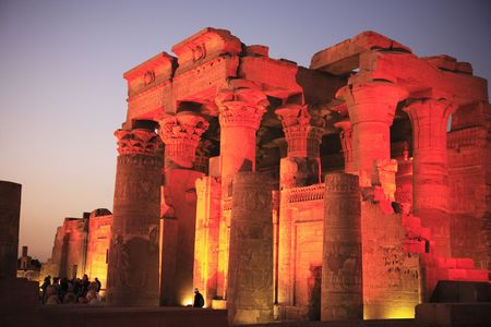Photo pour view on the Kom Ombo by night temple along the river nile in upper egypt - image libre de droit