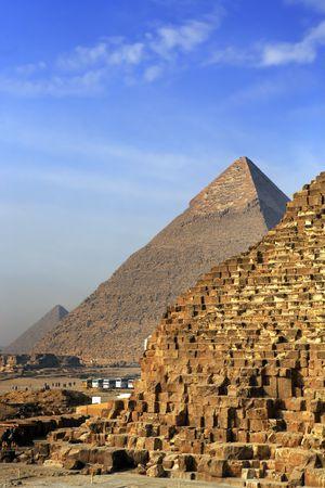 Photo pour view of the pyramids of gizah near cairo in egypt - image libre de droit