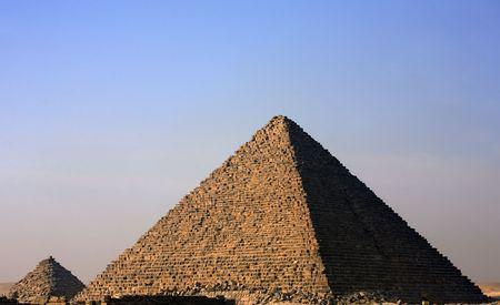 Foto de view of the pyramids of gizah near cairo in egypt - Imagen libre de derechos