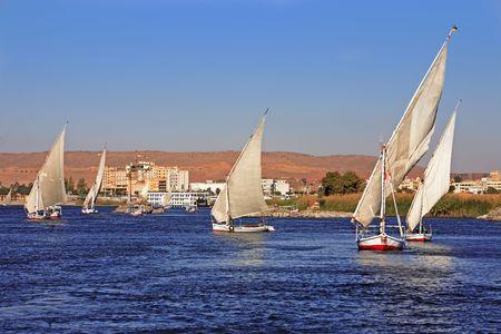 Photo pour feluccas sailing on the river nile near aswan in egypt - image libre de droit