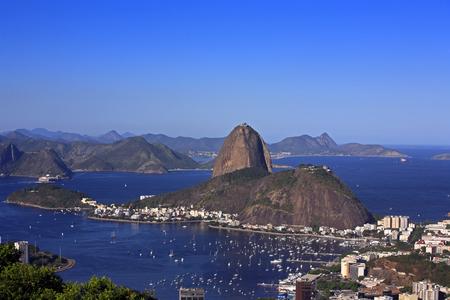 Foto de aerial view of botafogo and the sugar loaf in rio de janeiro brazil - Imagen libre de derechos
