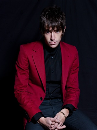 Foto de PARIS, FRANCE - FEBRUARY 03, 2012  Portrait of the british indie rock singer Miles Kane on studio black background at Paris, France on february 3rd, 2012 - Imagen libre de derechos