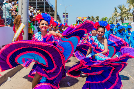 Foto de Barranquilla , Colombia  - February 25, 2017 : people participating at the parade of the carnival festival of  Barranquilla Atlantico Colombia - Imagen libre de derechos