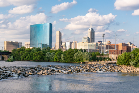 Photo pour Indianapolis City Skyline along the White River - image libre de droit