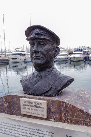 Foto de 1st april 2019 bust of hero of the Spanish Civil War - Archibald Dixon - Imagen libre de derechos
