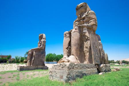 Photo pour Egypt. Luxor. The Colossi of Memnon - two massive stone statues of Pharaoh Amenhotep III - image libre de droit