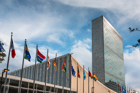 Photo pour NEW YORK, USA - Sep 27, 2015: 70th session of UN General Assembly. United Nations Building in New York is the headquarters of the United Nations organization. - image libre de droit