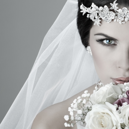 Foto de Portrait of beautiful bride. Wedding dress. Wedding decoration - Imagen libre de derechos