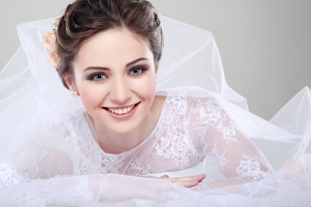 Photo pour Portrait of beautiful bride. Wedding dress. Wedding decoration - image libre de droit