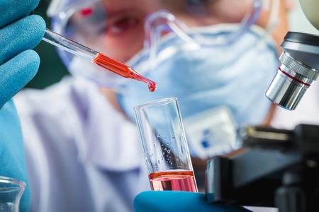 Foto de Hands of clinician holding tools during scientific experiment in laboratory - Imagen libre de derechos