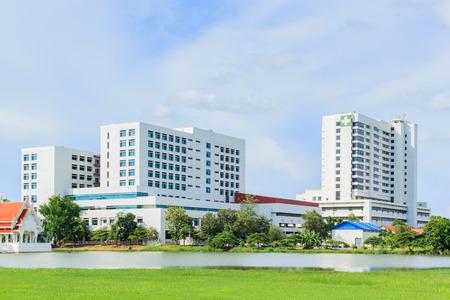Foto de Modern hospital building - Imagen libre de derechos