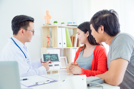 Photo pour Asian Doctor explain ultrasound result to asian couple at hospital - image libre de droit