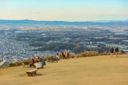 Foto de 2018 December 08. Nara Japan. Nara city view from Wakakusa mountain national park on evening autumn season time. - Imagen libre de derechos