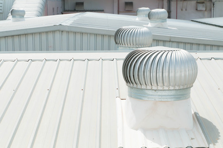 Photo pour Architectural detail of metal roofing on commercial construction - image libre de droit